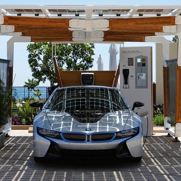 BMW, авто, солнечные панели, BMW будет использовать для зарядки электрокаров фонарные столбы