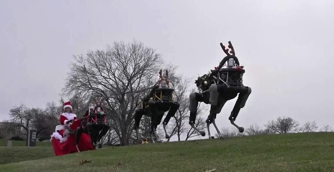 Boston Dynamics Spot: четвероногих роботов запрягли в сани Санта-Клауса