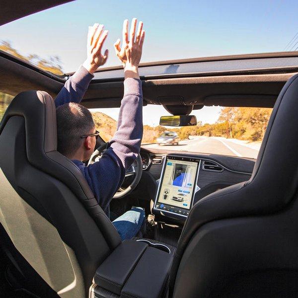 Tesla, идея, концепция, дизайн, автомобиль, автомобили, дрон, беспилотник, видео, рецензия, Роботизированная система управления: Tesla меняет представление о беспилотных автомобилях