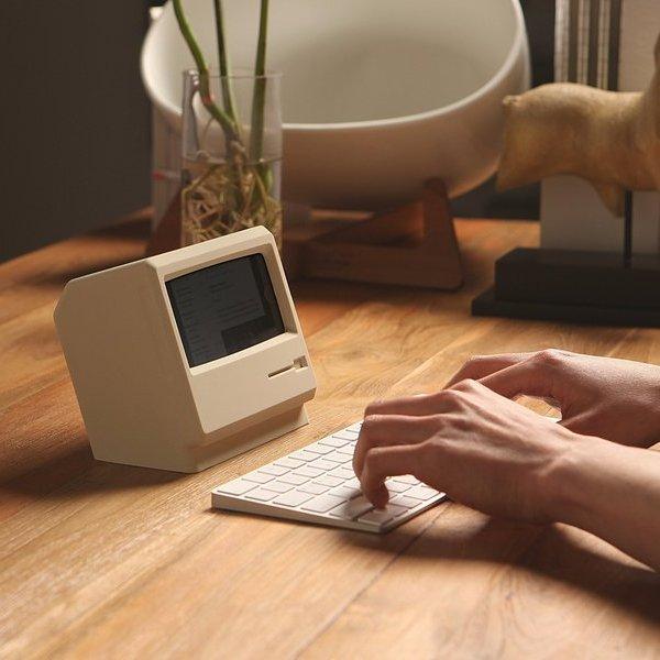 Apple, iPhone, Mac, Подставка для зарядки превращает iPhone в ретро-Macintosh