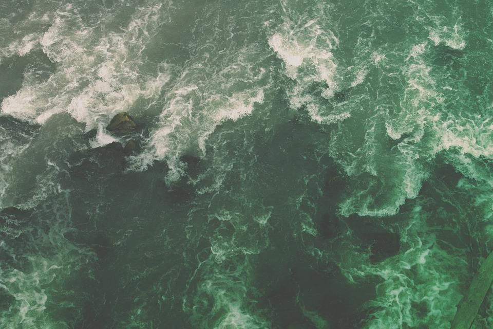«Мертвецам здесь не место»: в Австралии вертолеты-беспилотники будут следить за приближением акул