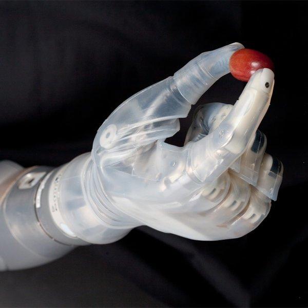 медицина, Кибер-протез, позволяющий одновременно двигать плечом, локтем и кистью